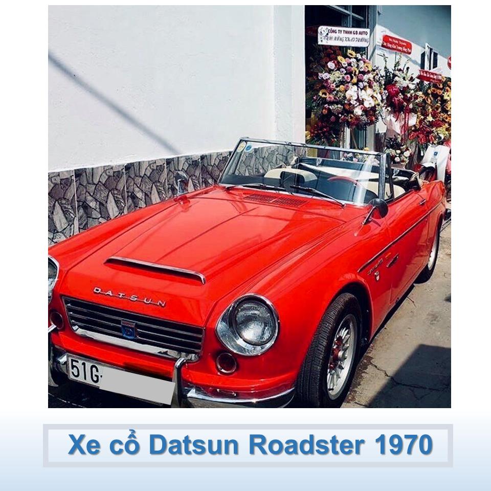 xe mui trần Datsun màu đỏ 1970