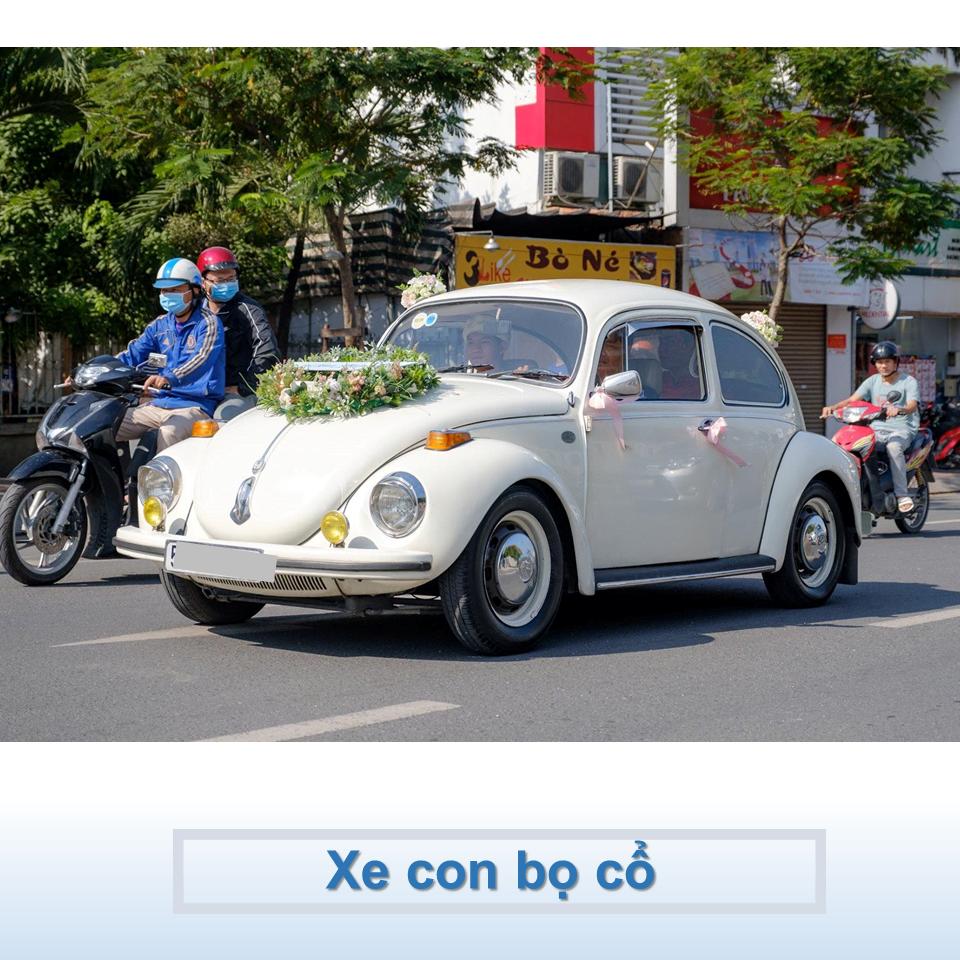 xe Volkswagen cổ màu trắng