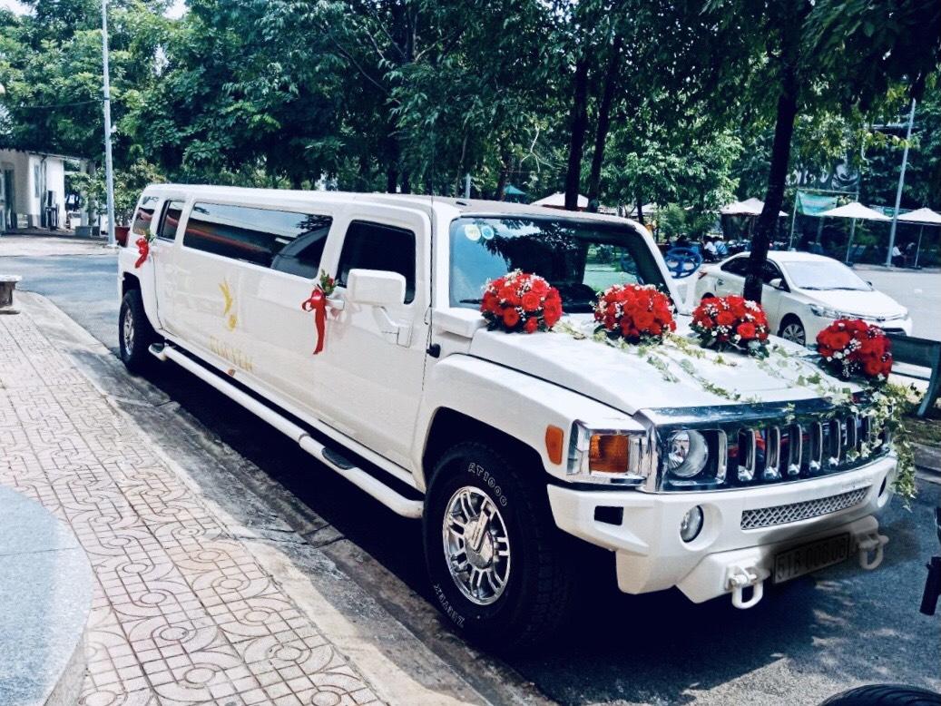 xe cưới limousine Hummer