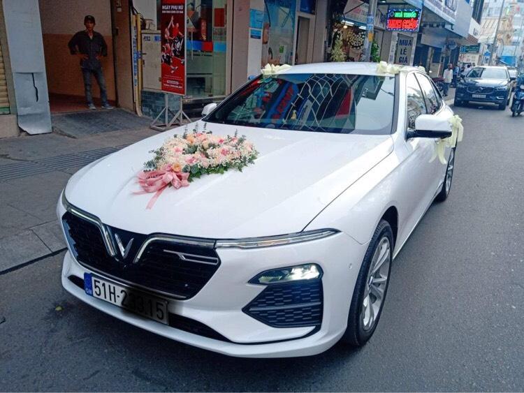 xe hoa Vinfast trắng giá rẻ