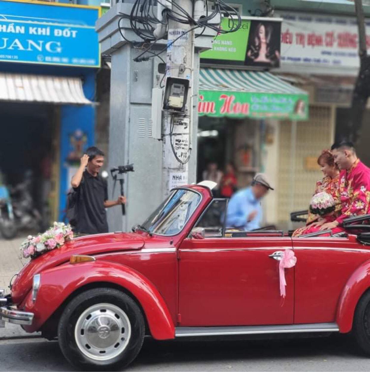 xe bọ cổ Volkswagen mui trần màu đỏ